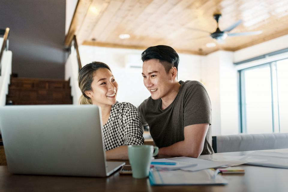 Husband and wife looking for a mortgage online
